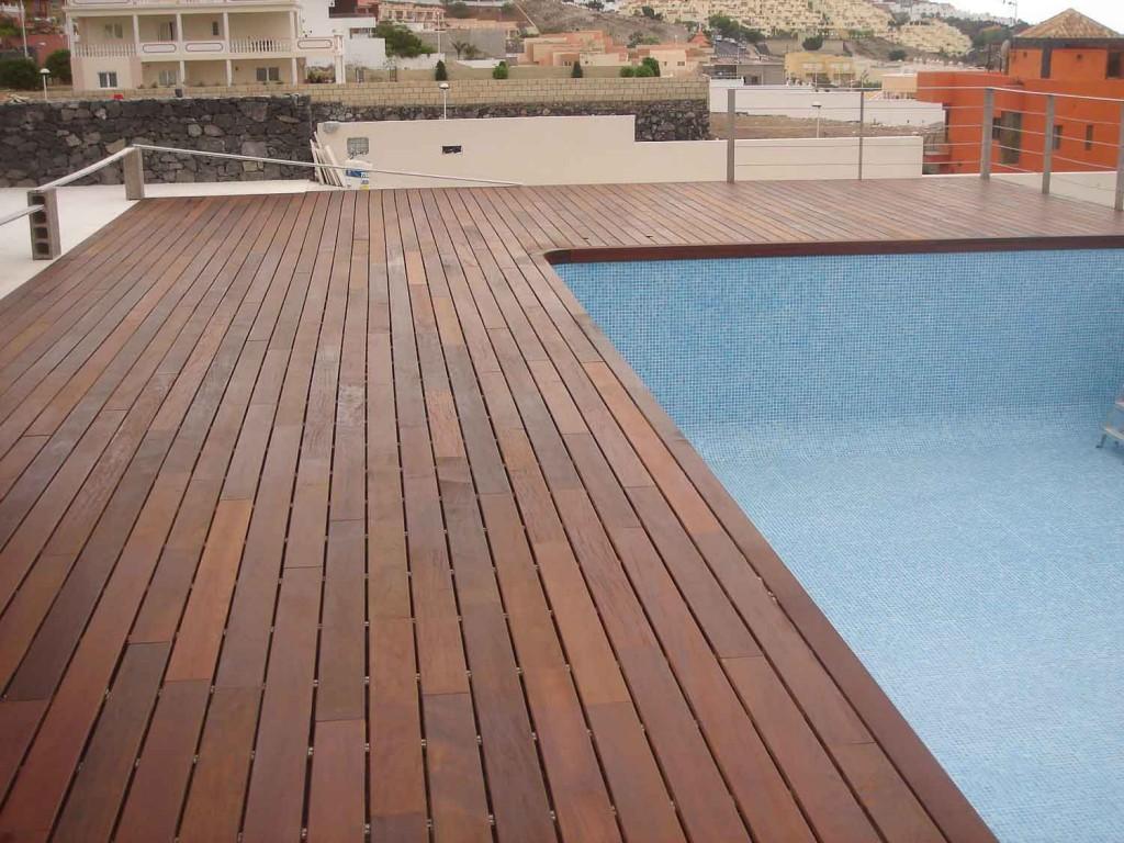 Tarima exterior para jardines archivos parquet las palmas for Tarima piscina