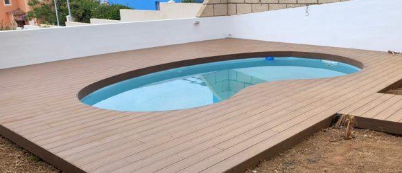 Tarima exterior Ultrashield (Newtechwood) para piscina